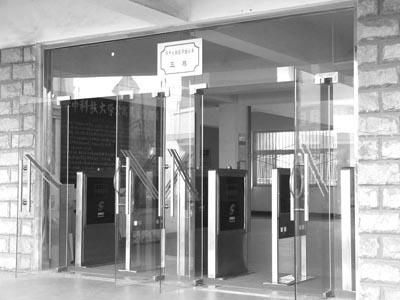 华中科大宿舍试装门禁 管理进入 电子化时代