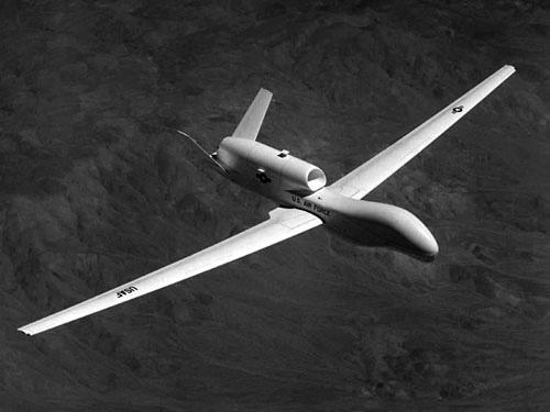"""日本预购""""全球鹰""""无人机监控中国海军行动"""